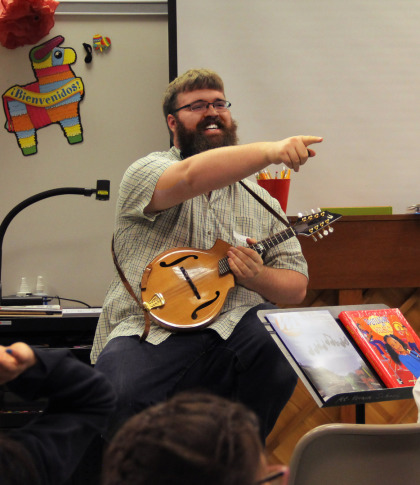 Zak Zundel - Guitar, Ukulele, Mandolin, and Banjo Teacher in Eugene, Oregon - teaching a clinic at Mt. Vernon Elementary